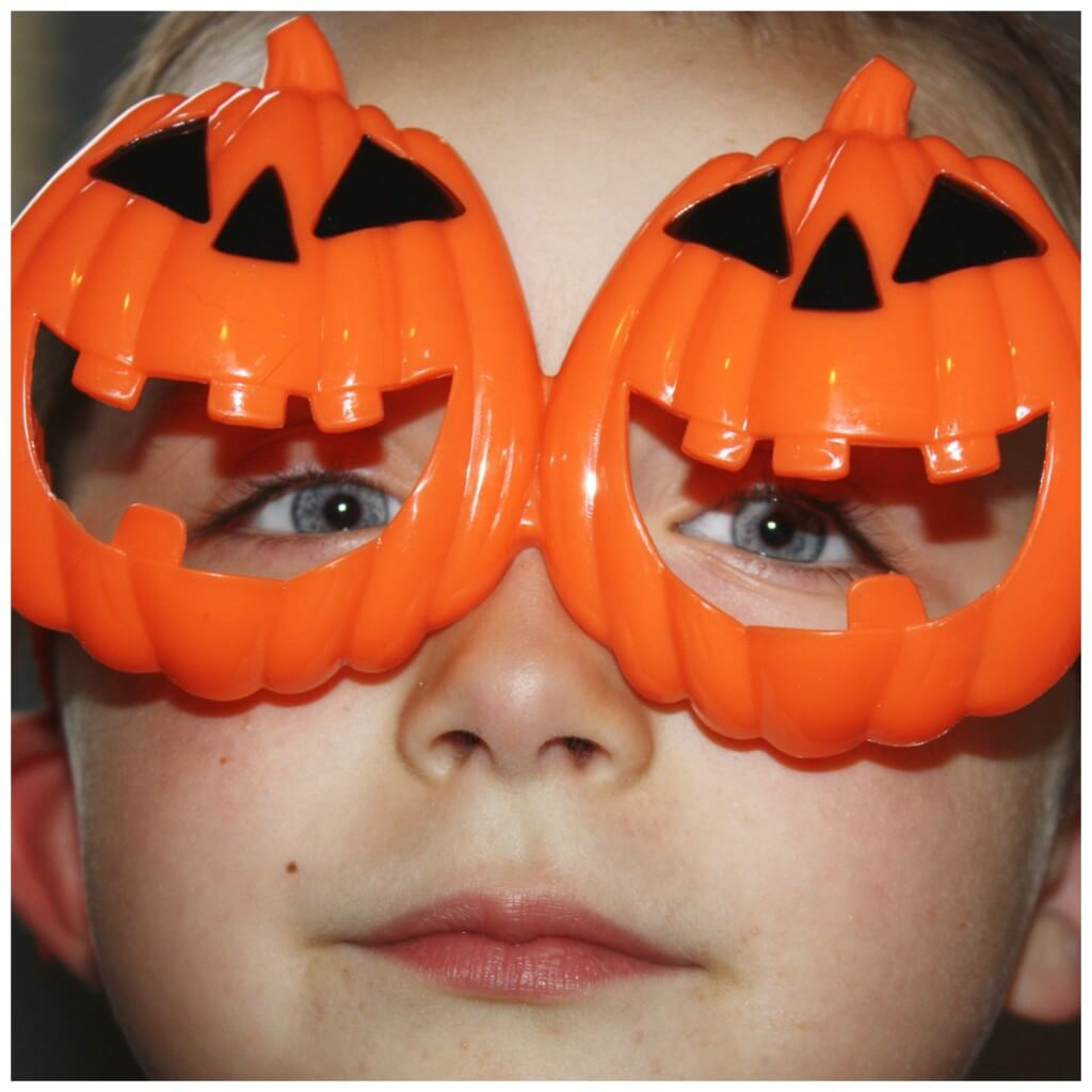 monster making pumpkin glasses