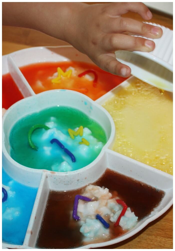 color mixing fizzy science pouring