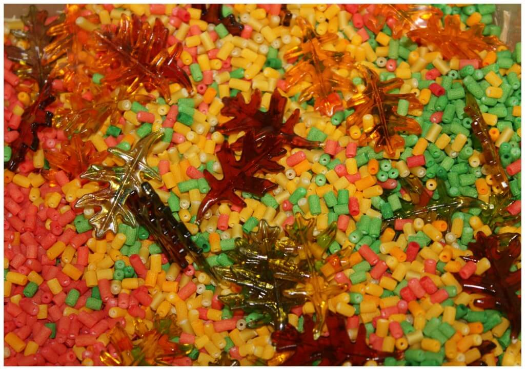 Fall Counting Game Leaves Sensory Bin