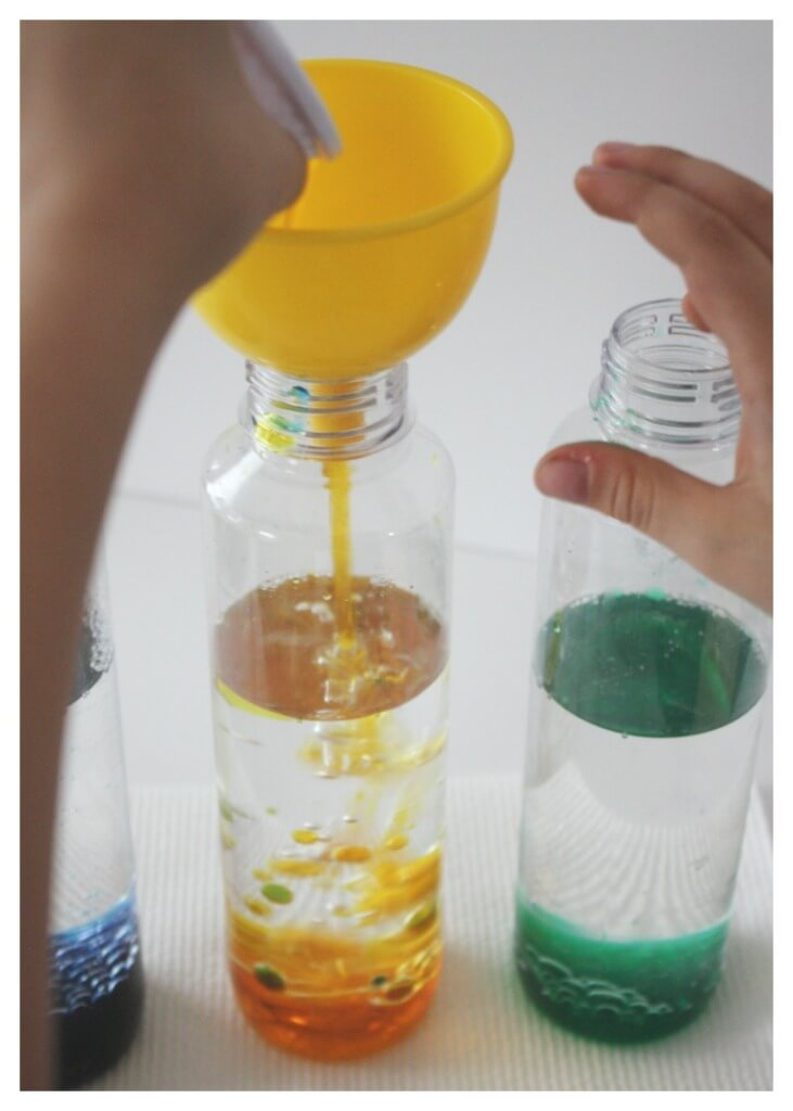 Lava Lamp Pouring Colored Water int Oil Density Experiment