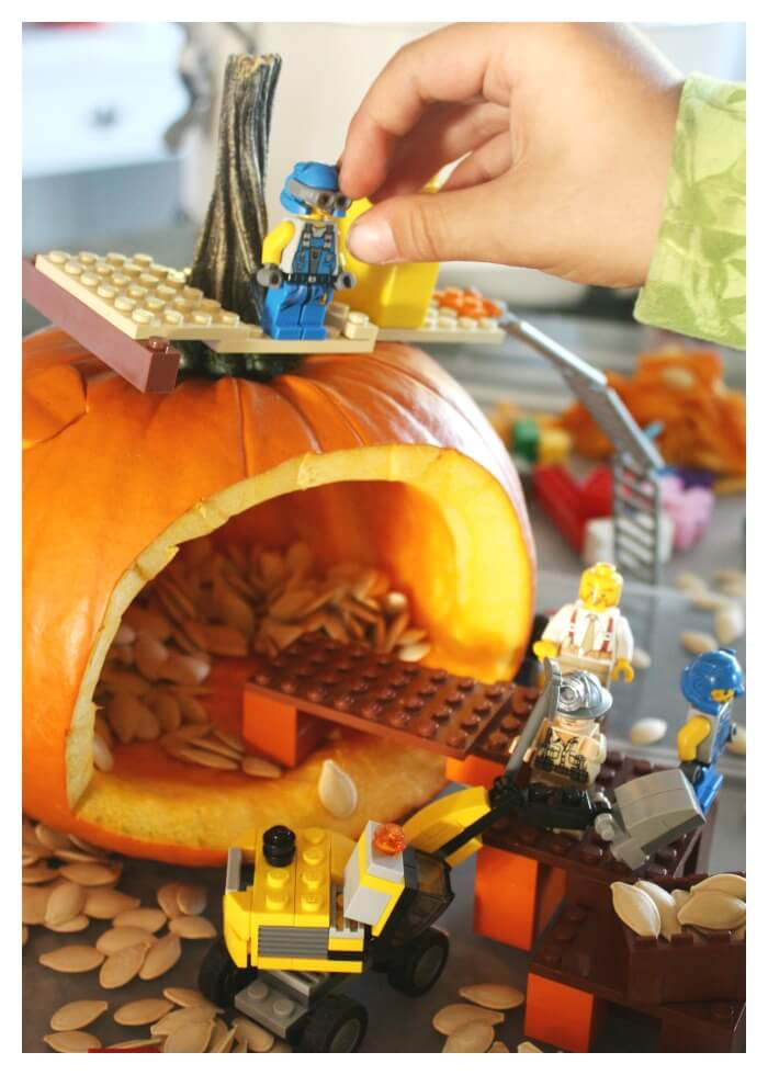 LEGO Pumpkin Play Small World Minifigures Construction