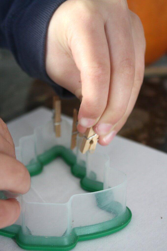 Chrsitmas Fine Motor Activities Pinching Clothespins