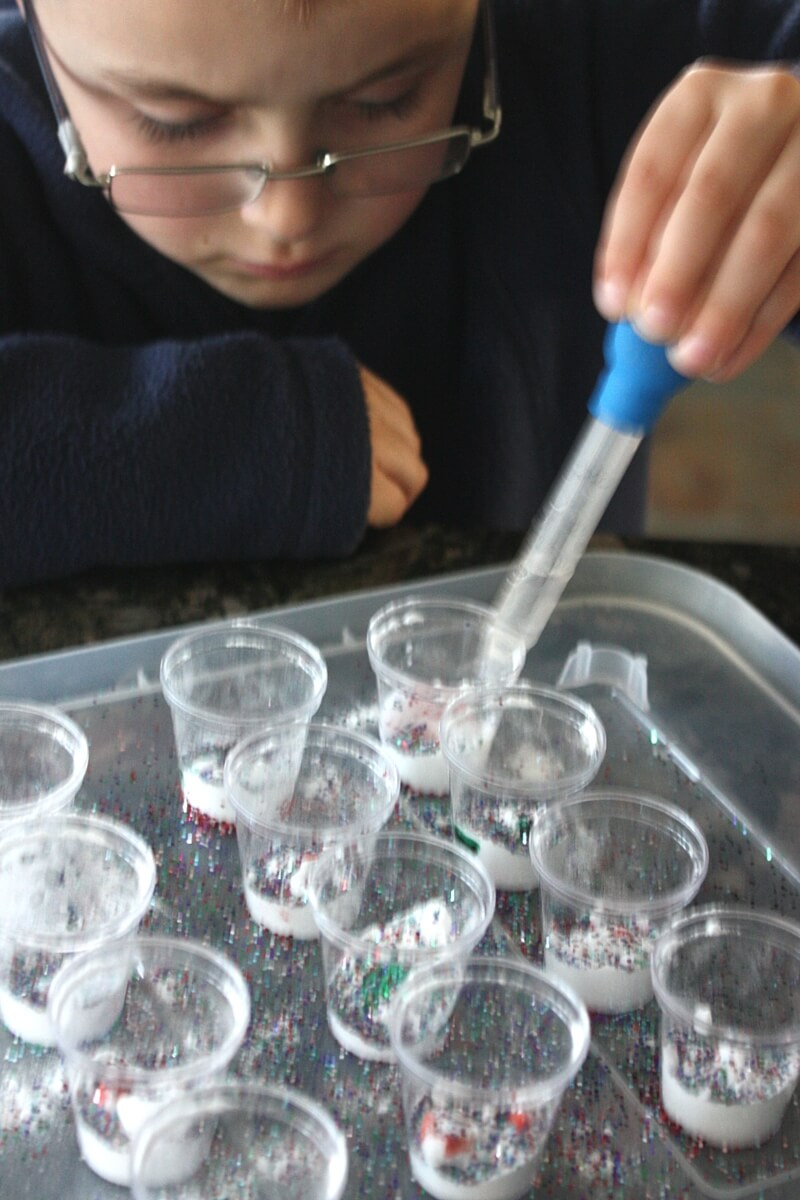 Making mini Christmas Baking Soda Science with eyedropper and vinegar