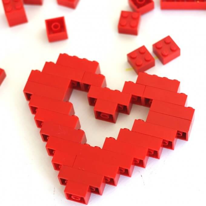 LEGO Valentines Day Heart Outline Symetrey