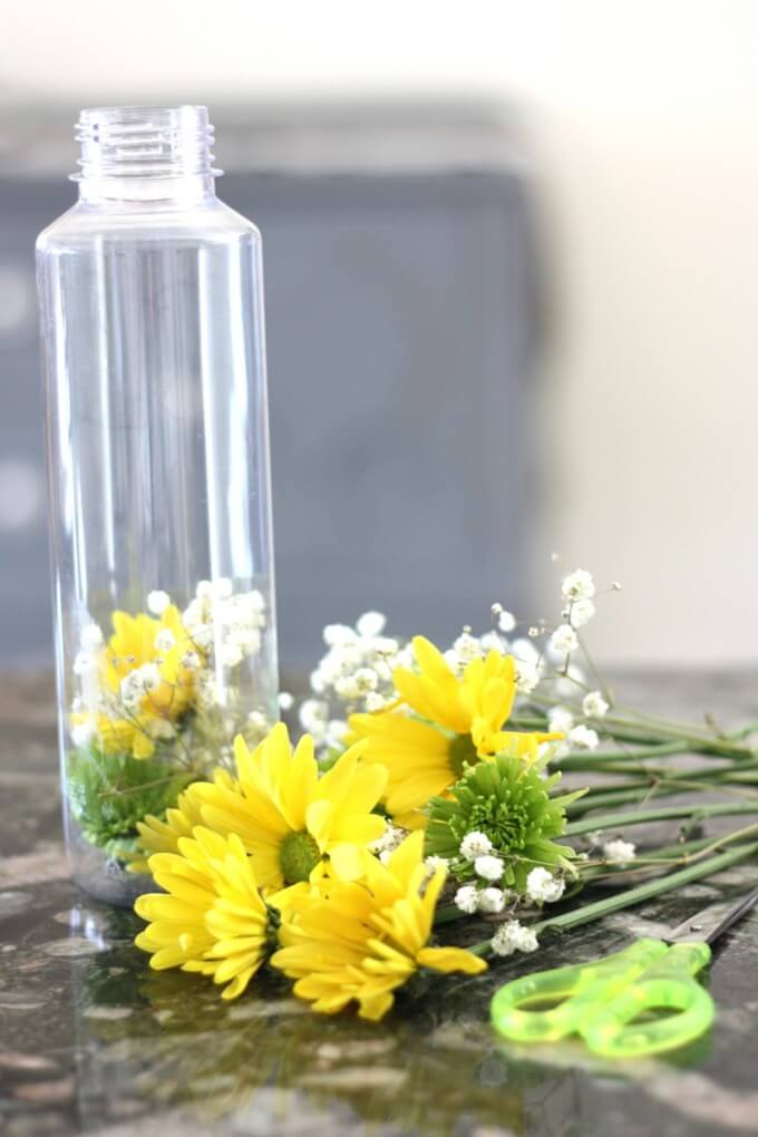 Real Flower Discovery Bottle Set Up with scissor skils