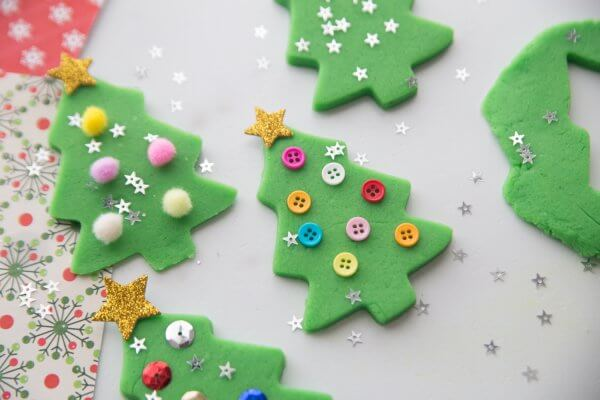 Math activities for preschoolers with Christmas playdough.